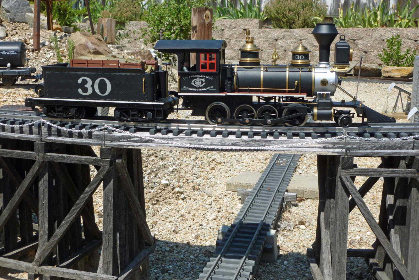 Aristo-Craft C16 crossing trestle on Conejo & Tortuga Railroad